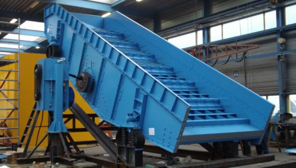 linear vibrating screen production