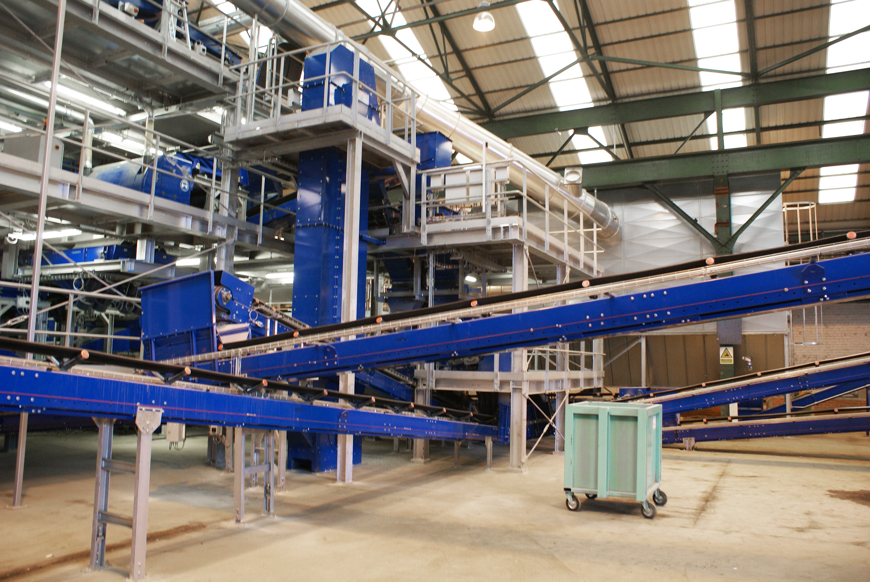 elevator conveyor glass recycling