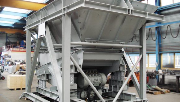 vibrating feeder for dosing of bulk material