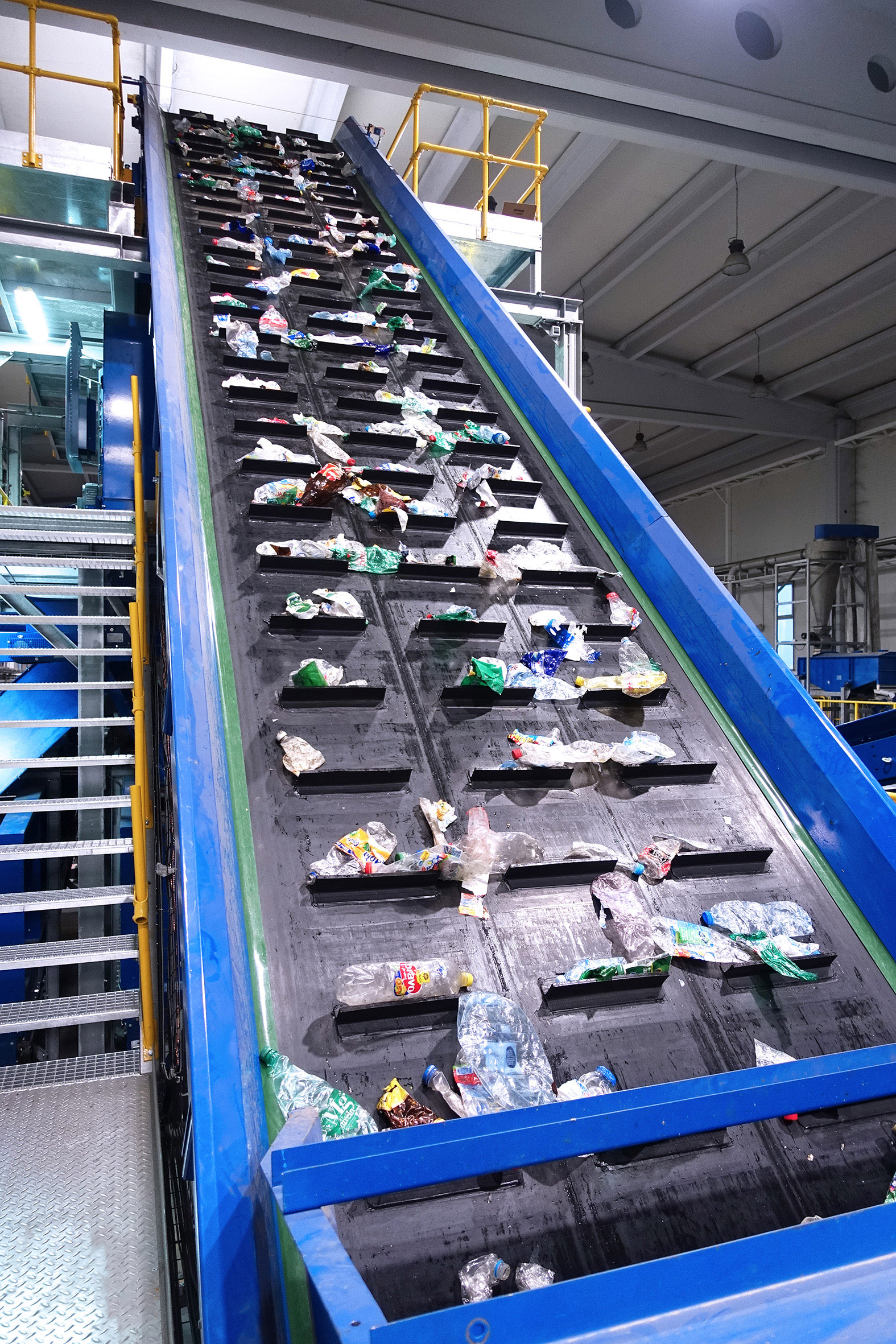 PET Recycling Plant belt conveyor waste processing