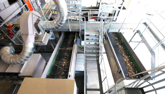 Recycling plant for industrial and demolition waste