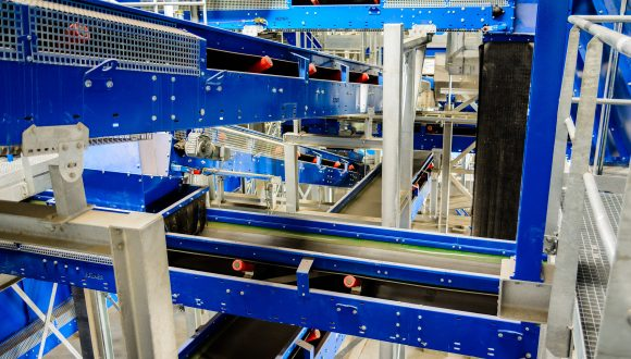 belt conveyor system for recycling